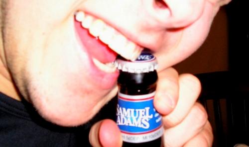 Malos hábitos que dañan los dientes