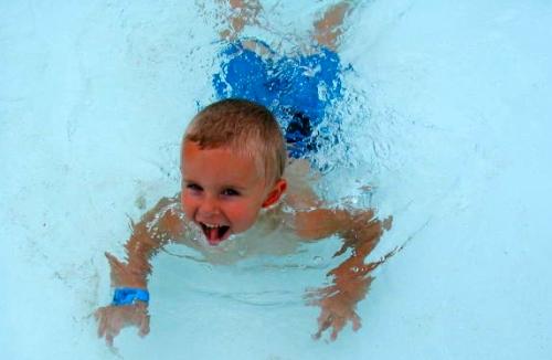 Cloro de piscinas, como afecta a la salud dental