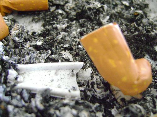 Fumar causa, entre otras cosas, mal aliento