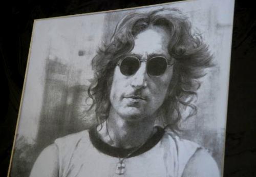 Dentista canadiense proyecta clonar a John Lennon