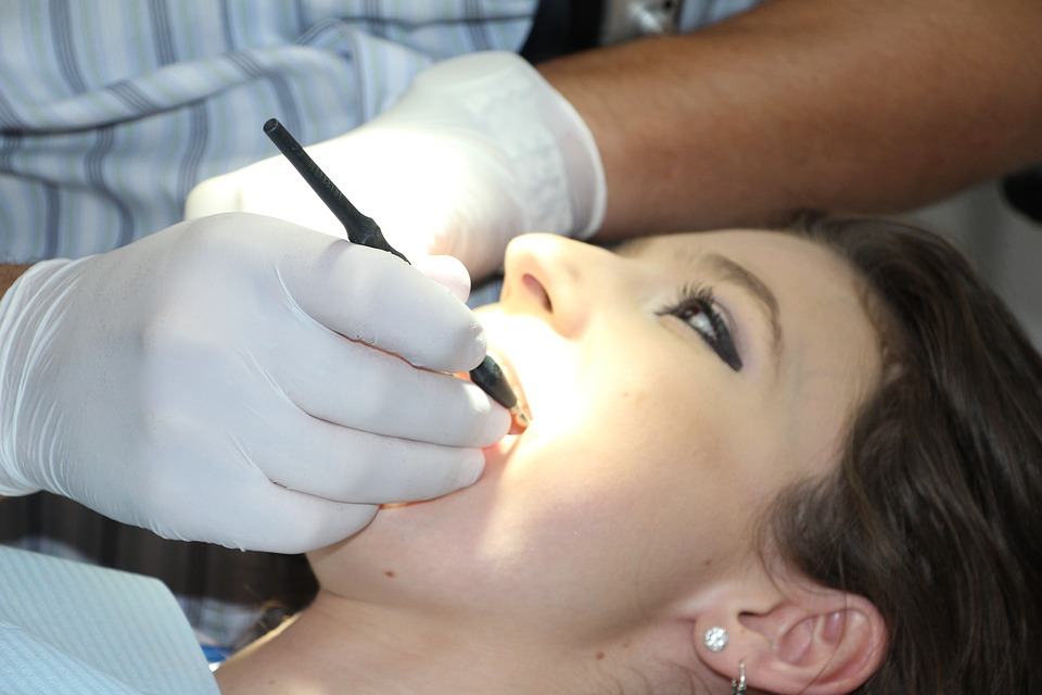 La continua atención de los implantes dentales
