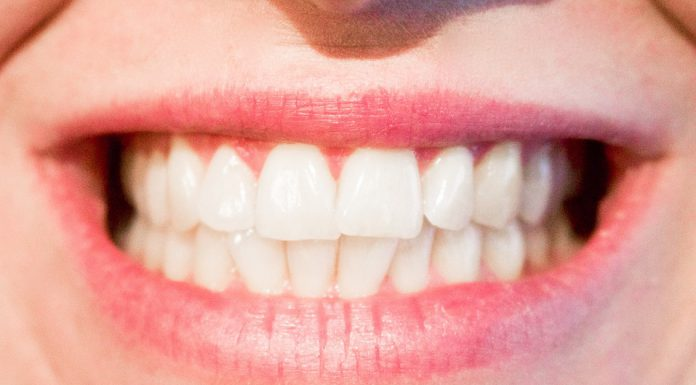¿Cómo deben cuidarse los dientes los adultos?