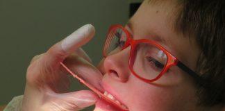 ¿Cómo ayudar a tus hijos a cuidar sus dientes?