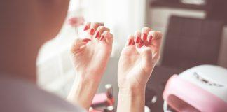 ¿Por qué morderse las uñas es un peligro para la salud oral?