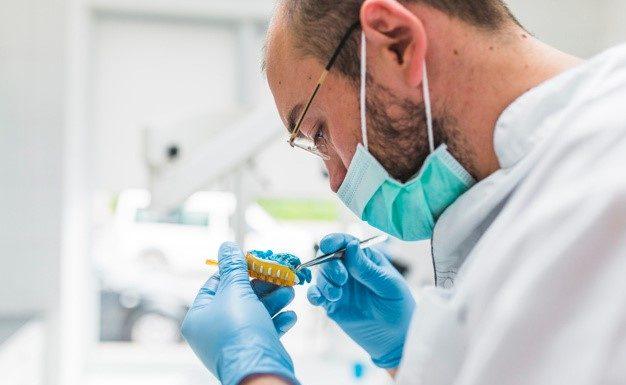 Implantes dentales. Implantología dental