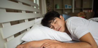 Hombre durmiendo. Dentista en tu ciudad