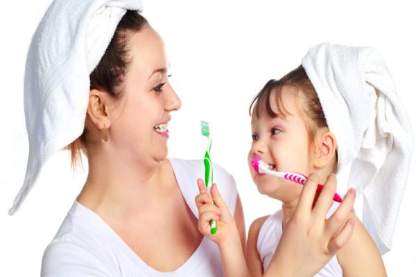 como-cepillarse-los-dientes-dentistas-en-madrid