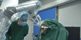 Un robot en China realiza el primer implante dental sin apoyo humano