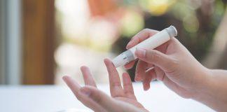 LaSociedad Española dePeriodonciay Osteointegración(SEPA) ha indicado que la diabetes y periodontitis, prevalentes y a la vez desconocidas para la mayoría de la población, tienen una relación bidireccional importante y, si no se controlan de manera conjunta, pueden llegar a ser contraproducentes para la salud.