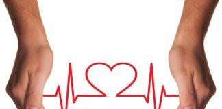 ¿Cuál es el riesgo cardiovascular asociado a la enfermedad bucodental?