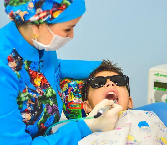 El COEM presenta libro para que los niños pierdan el miedo a ir al dentista