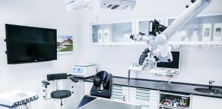 """Un estudio de la Universidad de Granada (UGR), realizado por el investigador Diego Rodríguez Menacho, ha advertido de que las penas contempladas para los dentistas que ejercen sin titulación son """"insuficientes""""."""