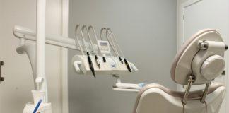 Consejo de Dentistas alerta que el repentino cierre de una clínica dental en Ferrol deja a varios pacientes afectados
