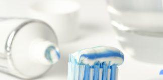 Dentistas alertan del peligro para la salud del uso de una pasta de dientes