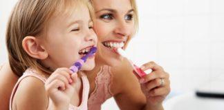 niños higiene dental