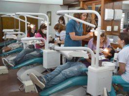 jovenes dentistas